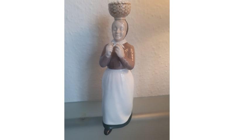 B&G figur konen med æggene