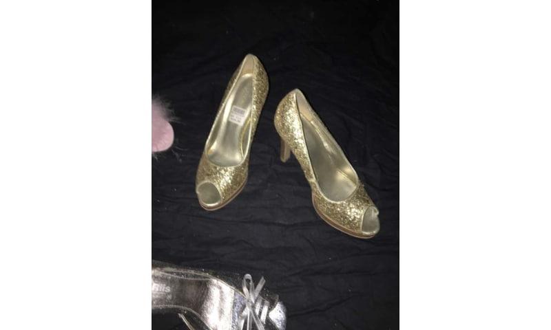 Helt nye sko i 36