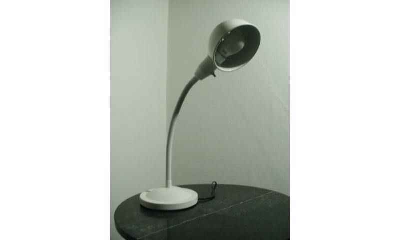 Hvid skrivebordslampe