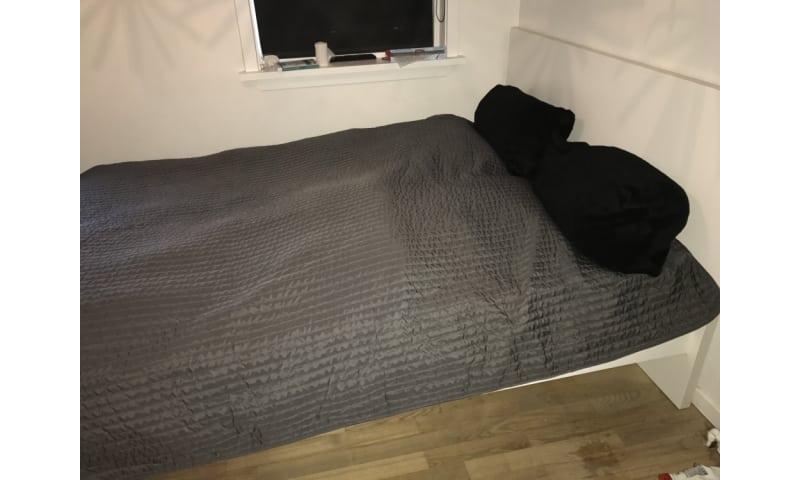 Lækker sengramme inkl. madras + topmadras