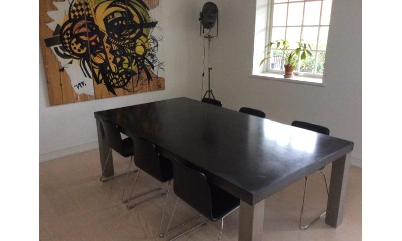Køb Super flot spisebord i beton/stål - Tilsalg.dk