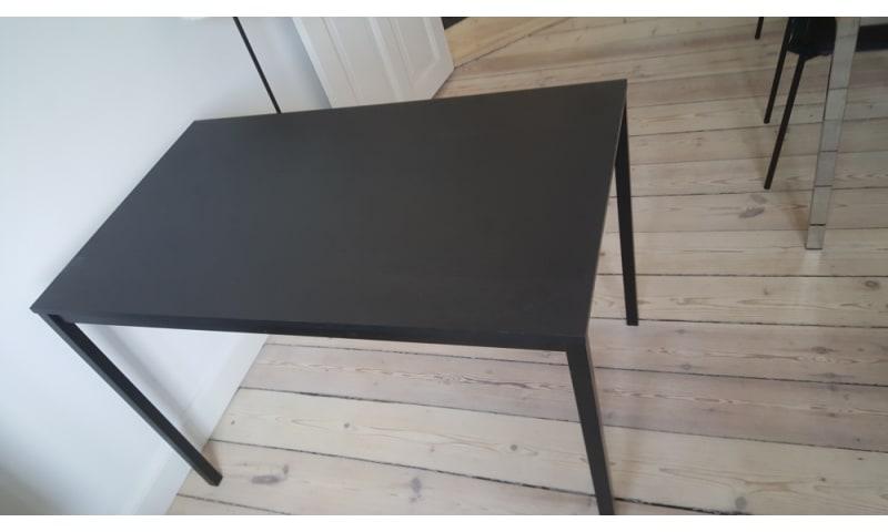 Køb Sort spisebord fra IKEA - Tilsalg.dk