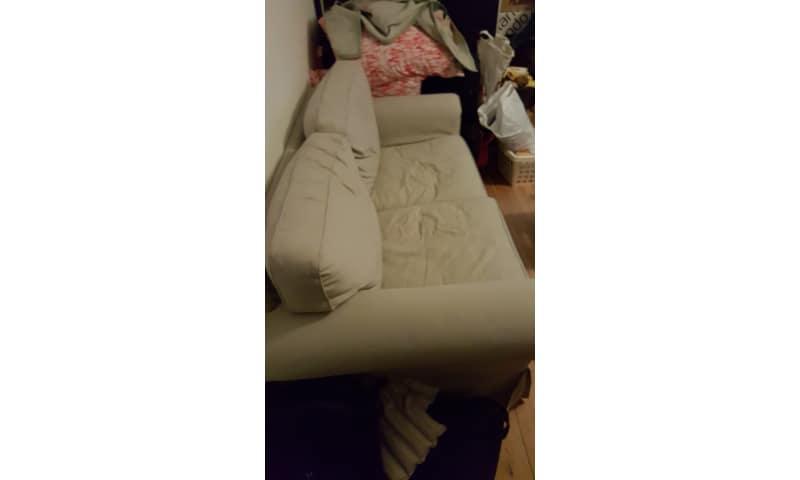 Sofa i råhvid til 2 personer