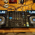 2 x Pioneer CDJ 2000 Nexus (par) & DJM 900 Nexus i Flight Case