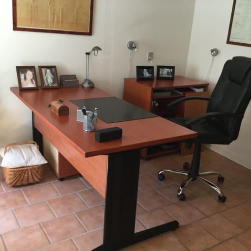 Skrivebord med computer bord  plus kontotstol