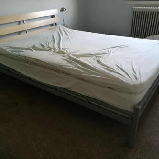 seng 3/4 sælges metal stel og træ gavl. uden madress