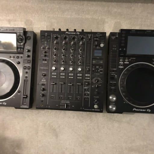 Pioneer CDJ 2000 Nxs 2 & DJM 900 Nxs 2