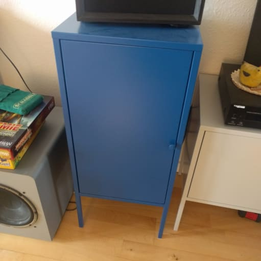 Fire farverige metalskabe fra IKEA (Lixhult grå og blå)