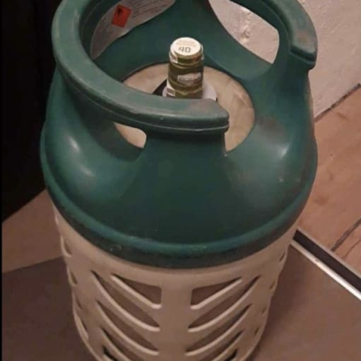 Letvægts gasflaske fyldt og plomberet