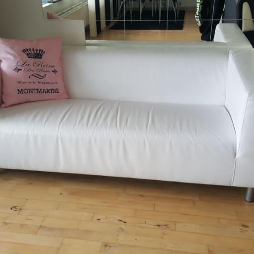 Ypperlig Hvid sofa. Sort/hvid sofasæt. Spisebord i sort med 4 stole til TF-83