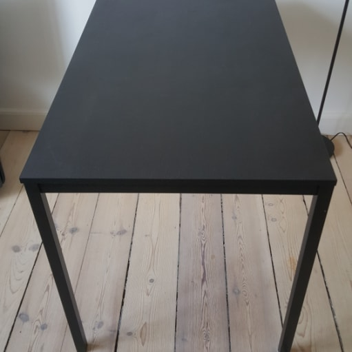 Sort spisebord fra IKEA