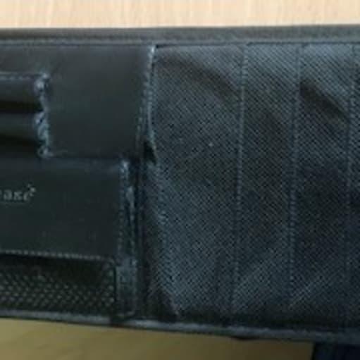 Flad opbevaringstaske med flere rum med lynlås + cd-rum + kuglepenne holder til montering på bilens solskærm