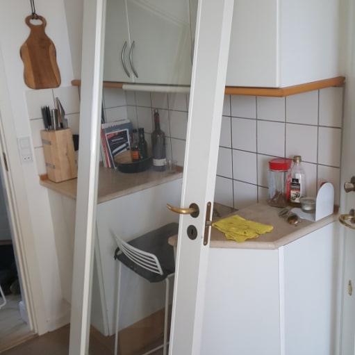 Glasdør i hvid ramme og hvid karm