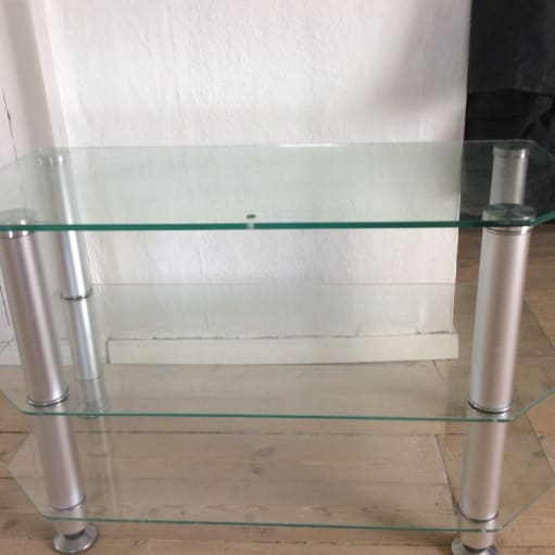 Tv bord i glas m 2 hylder