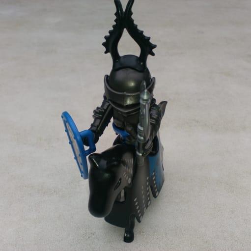 Playmobil legetøjsfigur sort ridder med hest