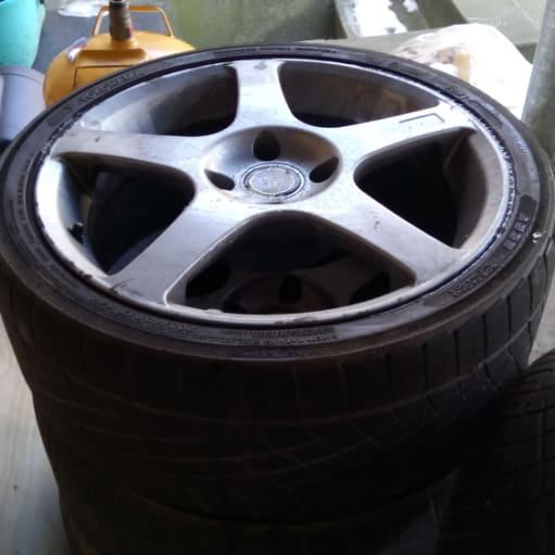 Alufælge med dæk