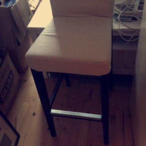 Høj bord med eller uden stole (ikea)