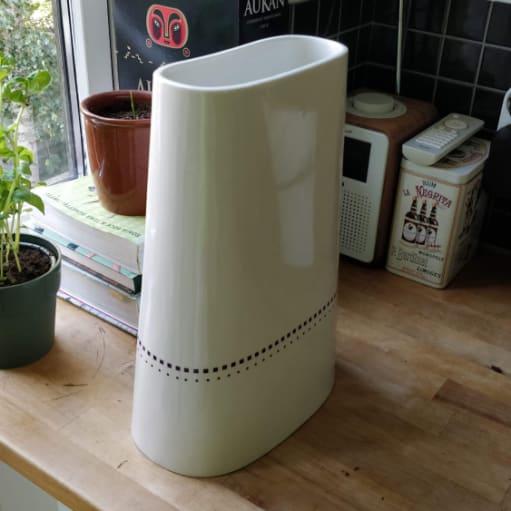 Hay vase, Anne Black