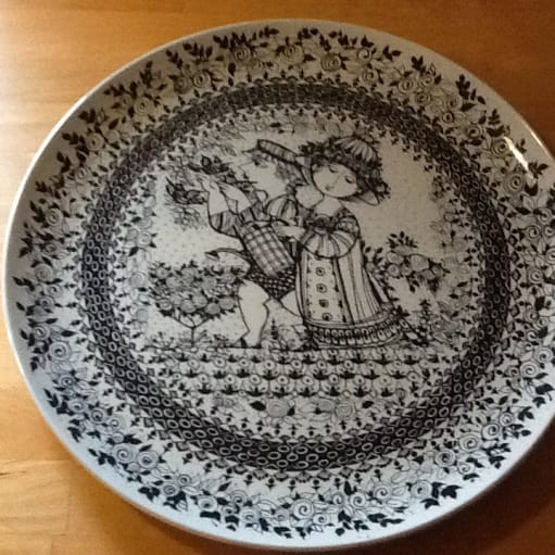 Forskelligt keramik, gamle mælkeflasker, krydderiglas med trælåg