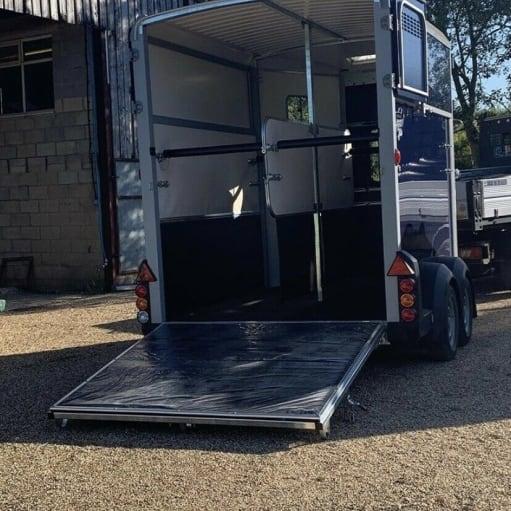 2019 IFOR Williams HB511- blå - hestevogn