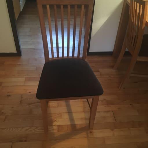 Spisebord + 4 stole sælges