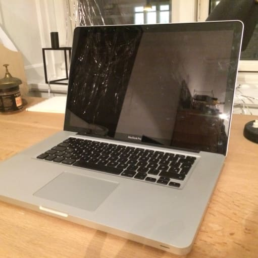 "MacBook Pro, 15"", medio 2010"