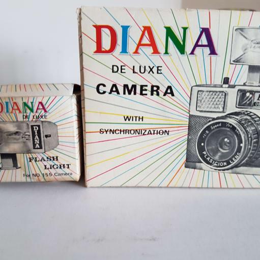 Diana deluxe camera med Flash Light i originale kasser sælges samlet