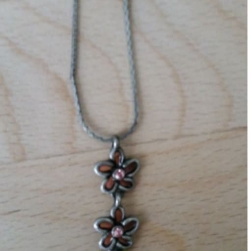 Halskæde fra Unique design med blomster