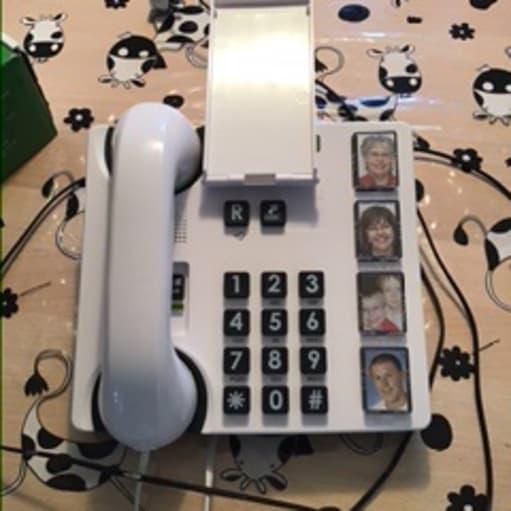 Fastnettelefon til ældre eller demensramte
