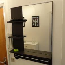 Spejl,  lille: Bredde: 60 cm Dybde: 11 cm Højde: 78 cm