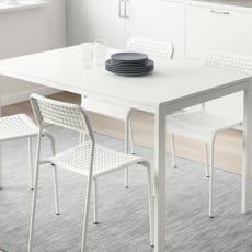 Spisebord +4 stole og hynder