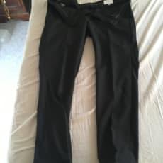 Konfirmations sæt til salg. Sort jakkesæt+Hvidskjorte+Slips og klud der matcher