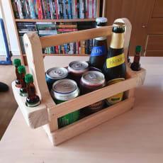 Gaven til den der har alt sælges uden indhold Håndlavet. Lille træ øl kasse med håndtag