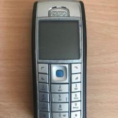 Nokia mini mobil uden lader og uden garanti.