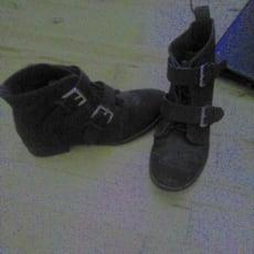 Sorte støvler fra H&M i str 38 - brugt få gange - så er i god stand