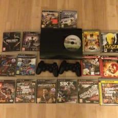 PS3 Konsol med 2 controllere og med spil
