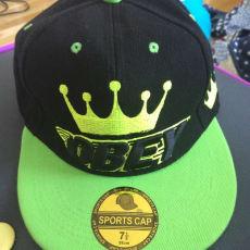 en cap i grøn