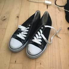 sorte sko