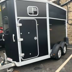 2015 Ifor Williams HB511 Trailer i sort