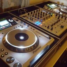 2 x Pioneer CDJ2000 og DJM900 i hvid !!