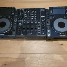 2x Pioneer CDJ-2000 Nexus + 1x Pioneer DJM 900 Nexus