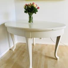 Smukt ovalt spisebord