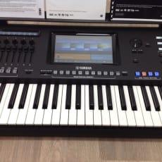 Yamaha Genos tastatur og højttalere