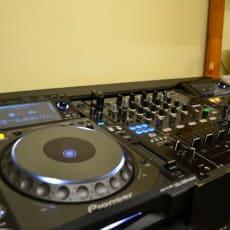 Pioneer CDJ 2000 Nexus + DJM 900 Nexus mixer
