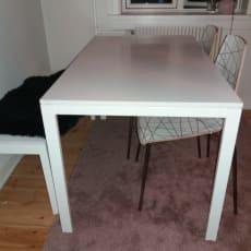 Spisebord med stole