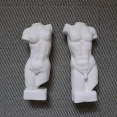 Hvid figur af mand og kvinde krop