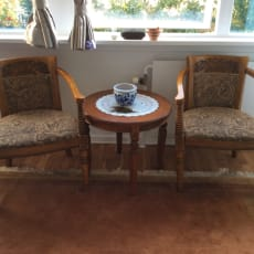 Bord og to stole i rokokko stil