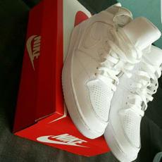 Nike Priority Mid Gs
