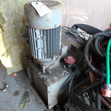 Hydraulikstation ca. 25L tank – 2,4kW Motor – 24V DC spole og elektrisk omskifter