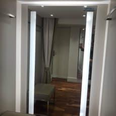 Spejl med lys i